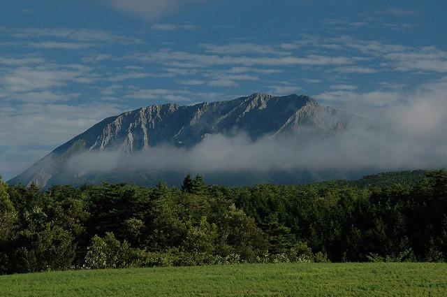 鳩ヶ原から見た大山1
