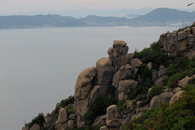 王子ヶ岳の岩1