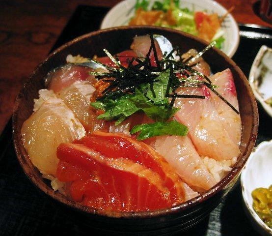 艶やかな海鮮丼
