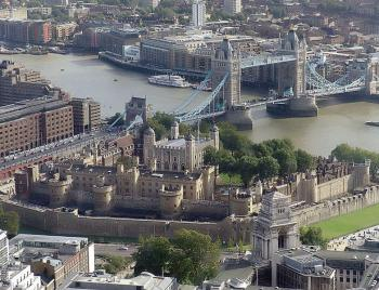 783px-Tower_of_london_from_swissre_convert_20100712214121.jpg
