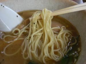 09062114あってりめん・あってり麺(しお) 麺アップ