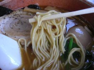 09062114あってりめん・あってり麺(しょうゆ) 麺アップ