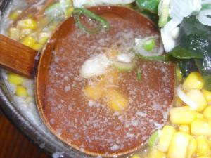 09062812もん吉・もん吉らぁーめん(しょうゆ)背脂2 スープアップ