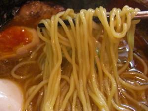 09070820あってりめん・あってり麺(しょうゆ) 麺アップ