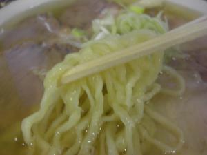 09070419麺龍・ハーフハーフ 麺アップ