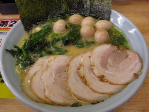 09071213湘家・チャーシューメン(醤油)並 850円 ほうれん草、ウズラ 各100円