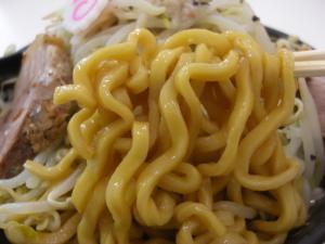 09071713成都・なると麺(全増し) 麺アップ