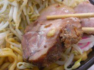 09071713成都・なると麺(全増し) ぶたアップ