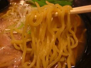 09072119蔵人・トリプルスープの醤油らーめん 麺アップ