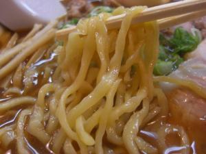 09072620やまと・飛騨高山中華そば肉入り(てんこ盛り) 中平麺アップ