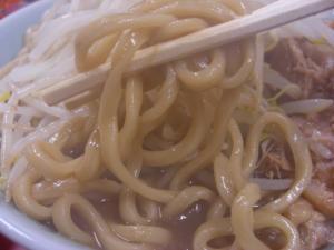 09083019ドンキタ・ラーメン(小)豚増し 麺アップ