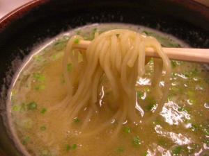 09090120燵家製麺・鶏白湯つけ麺 麺 in スープ