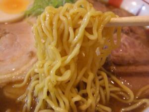 09103114やまと・飛騨高山中華そば肉入り(大盛) 麺アップ