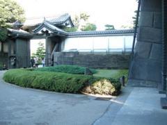 32.平川門出る