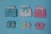 レース編みのワンピースと靴