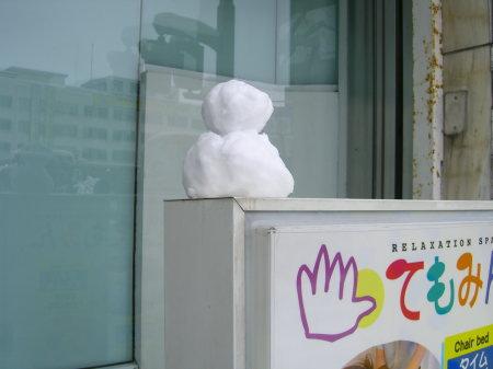 新潟駅前のゆきだるま_20091217