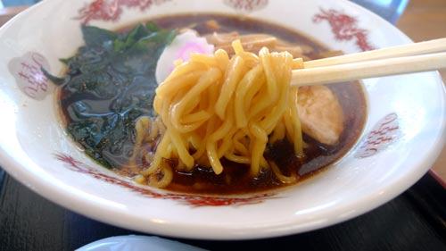 湾岸幕張PA 黒醤油ラーメン 麺