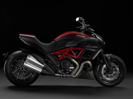 2011-Ducati-Diavel-official-1_convert_20101102023208.jpg