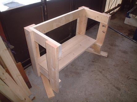 ただ今制作中~、木組みの状~態!