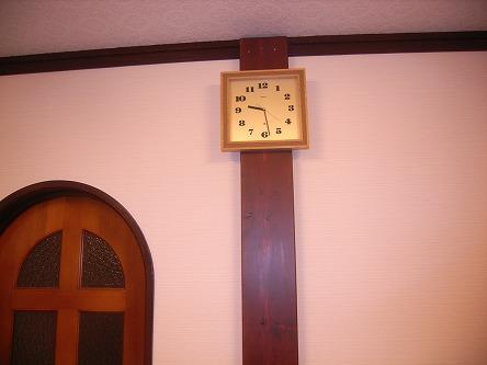 柱を立てて、時計をひっかける。