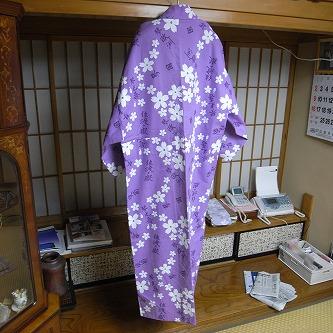 佐渡ヶ建部屋の浴衣03 和装専用のハンガー欲しいね