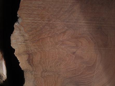 欅の板が椅子になる 07 木目は嬉しいくらい美しい