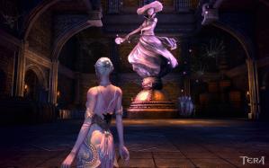 ライトアップされた大魔女の像