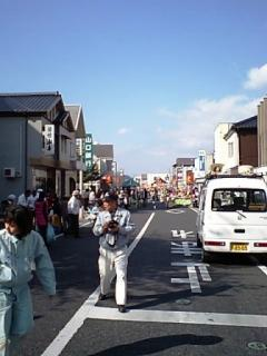 秋晴れでにぎわう下松元町通り