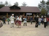 サリリで総踊り