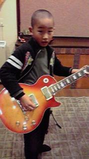 大人のギターだ、がんばるぞ~!