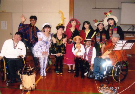 2007年10月、北九州市門司区にて。当時のメンバーと