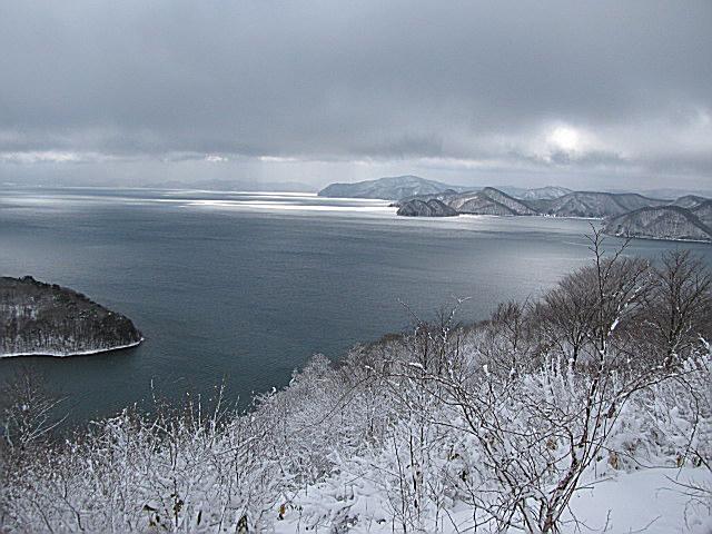 09.2.18名倉山からの湖上に射す日