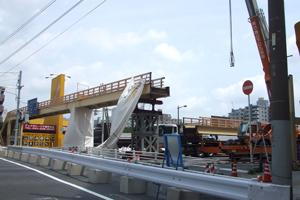 撤去される歩道橋1