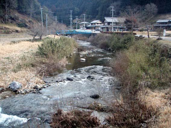 懐かしい里川が続く
