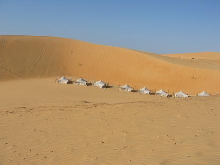 ロンプール砂漠とテント