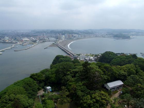 江ノ島灯台の展望台から眺めた景色(片瀬江ノ島海岸方面)