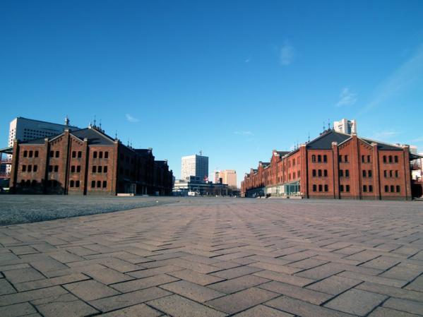 地面すれすれのアングルから赤レンガ倉庫を撮ってみました