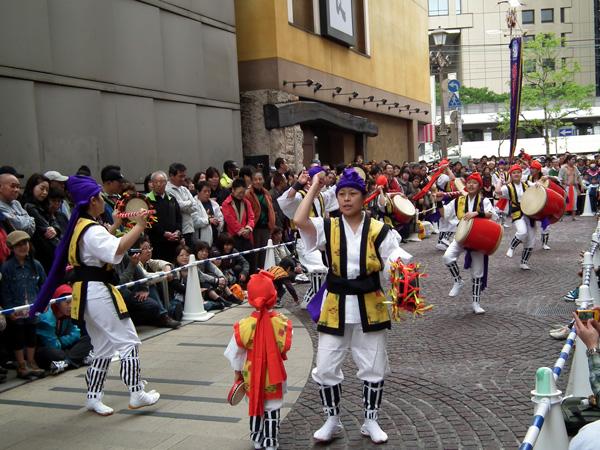 「鶴見エイサー潮風」による沖縄の踊り(1)