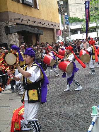 「鶴見エイサー潮風」による沖縄の踊り(2)