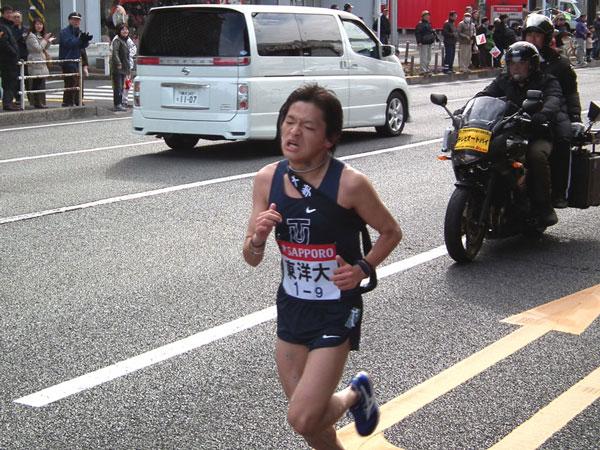トップの早大を追う東洋大・田中貴章選手