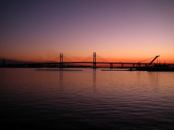 大さん橋国際旅客ターミナル デッキ(通称:くじらの背中)で見た朝焼け