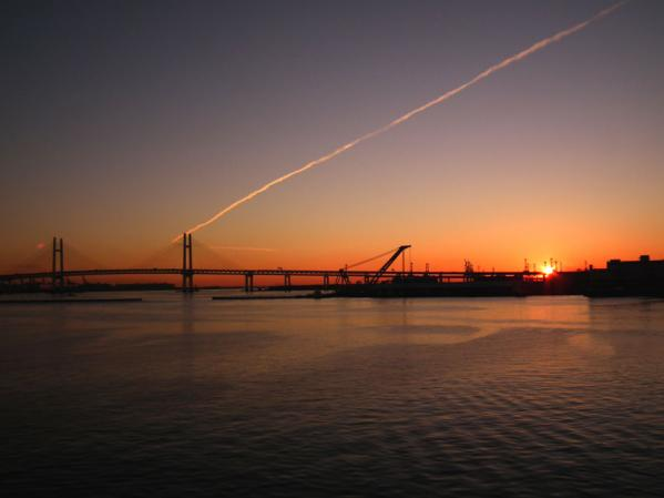 大さん橋国際旅客ターミナル デッキ(通称:くじらの背中)で見た初日の出(1)