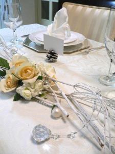 ホワイトクリスマステーブル