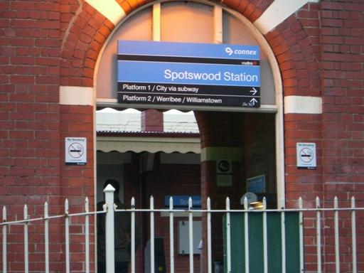 スポッツウッド駅