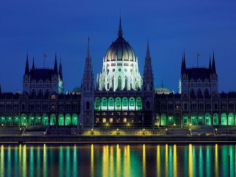 800px-Parliament_Building_Budapest_Hungary.jpg