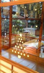 クラノ華フェ◇店内(窓のクリスマス飾り)