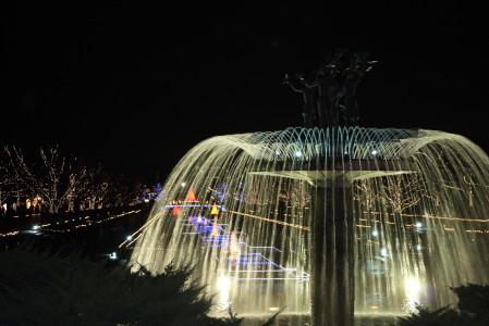 カナール大噴水のライトアップ