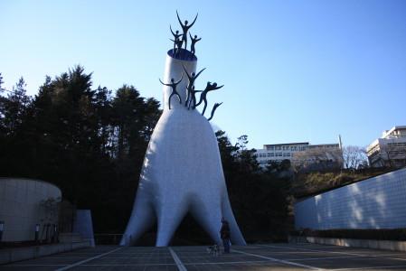 岡本太郎作 母の塔