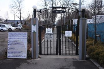 ZEBRAのフィールドへ向かう前の門