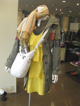 暖かい日に羽織りたいコート